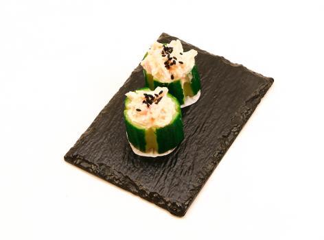 Gevulde komkommer met krabsalade