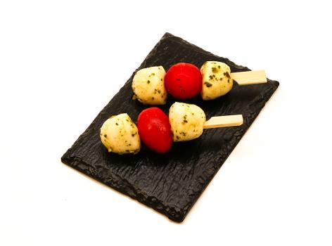 Spiesje van mozzarella en tomaat